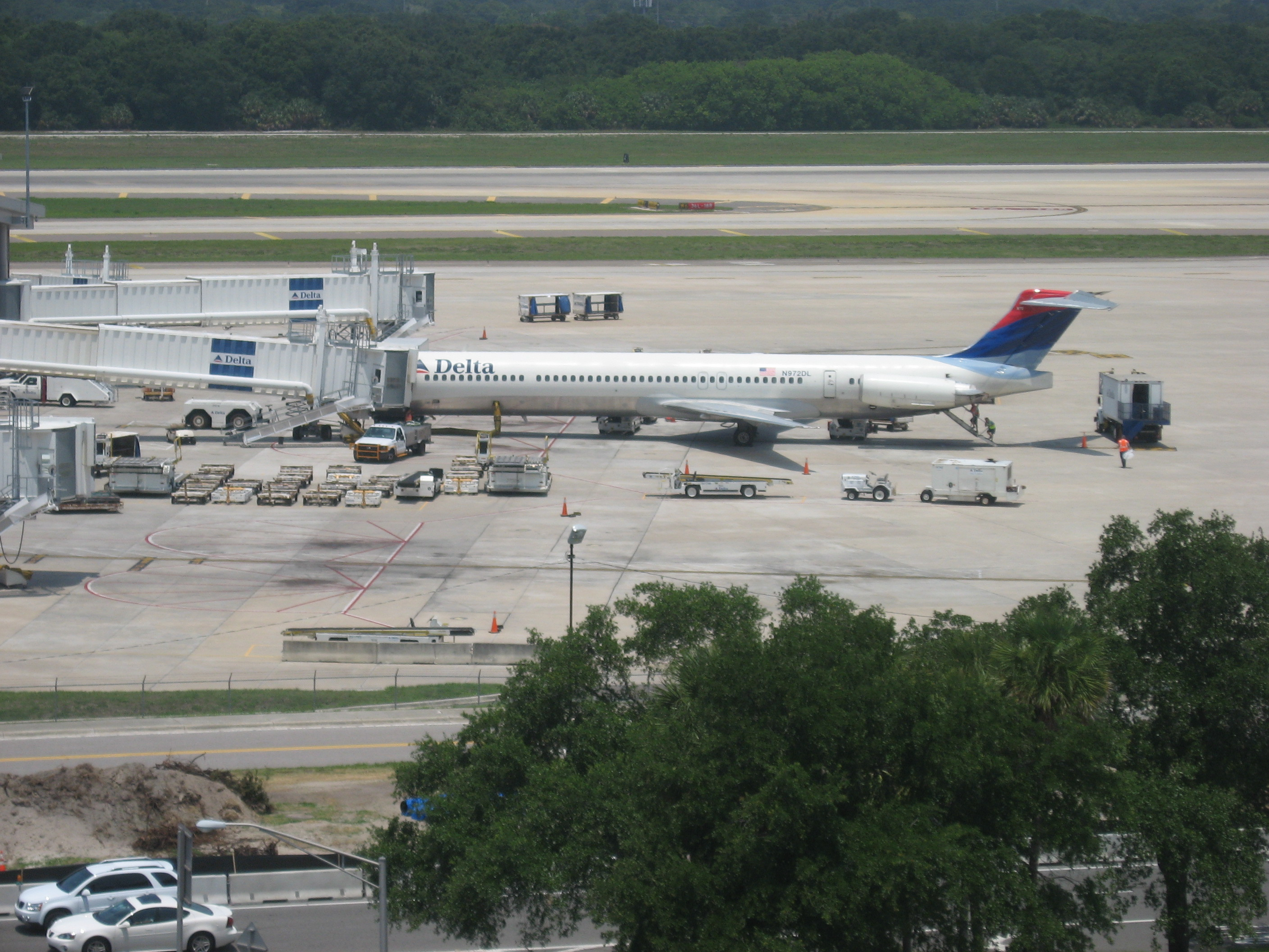 A McDonell-Douglas Jet, an MD-88, as seen from the roof the parking deck at Tampa, TPA.